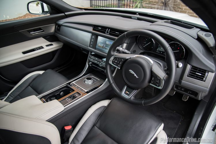 2016 Jaguar XF S 35t-interior