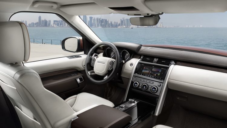 2017 Land Rover Discovery-cabin