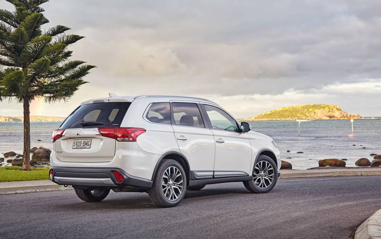 Awd Cars For Sale >> 2017 Mitsubishi Outlander on sale in Australia from $28,750 | PerformanceDrive
