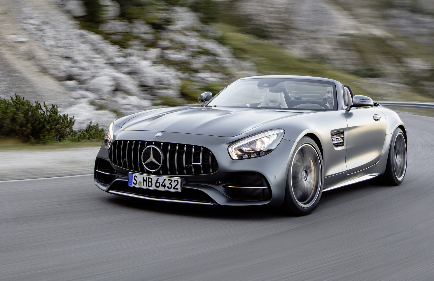 Mercedes-AMG GT C Roadster revealed as new drop-top sports ...