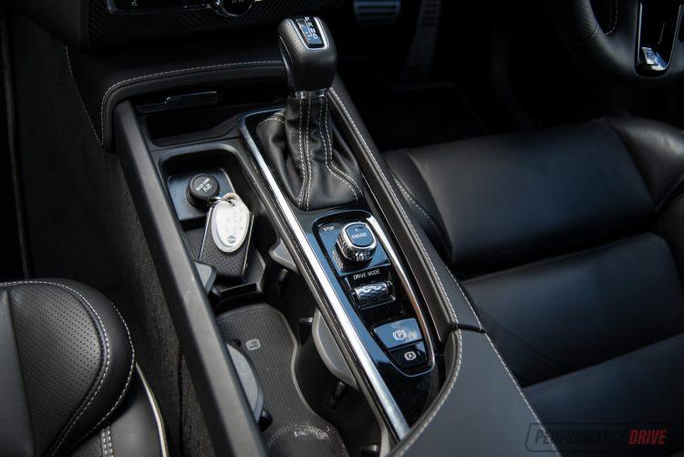 2016-volvo-xc90-t6-r-design-console