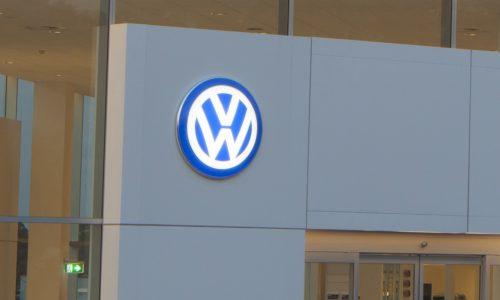 Volkswagen operating profit drops in Q3, Porsche helps