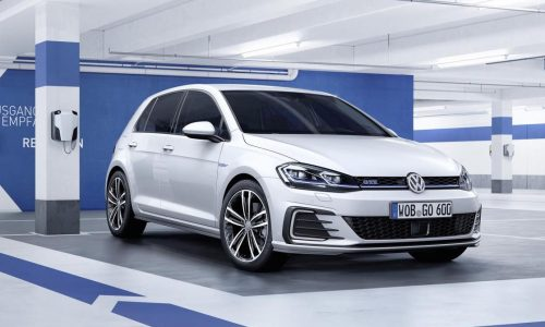 2017 Volkswagen Golf revealed, more power for GTI