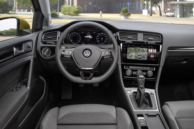 2017-volkswagen-golf-interior