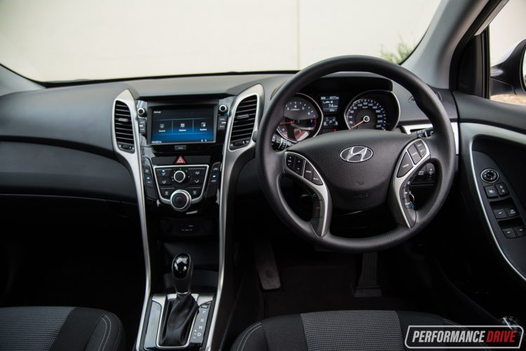 my2017-hyundai-i30-active-dash