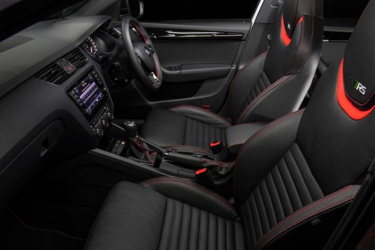skoda-octavia-rs-230-sedan-interior