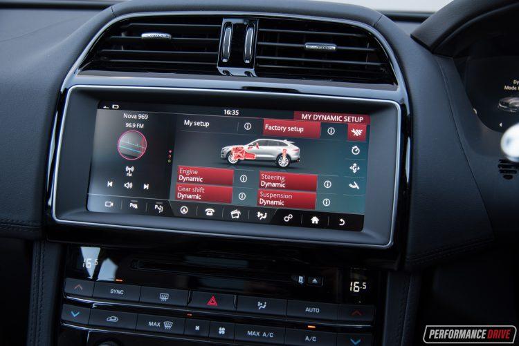 2016-jaguar-f-pace-s-media-interface