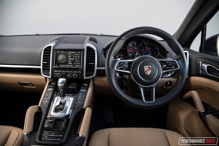 2016-porsche-cayenne-diesel-dash