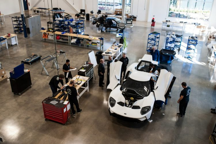 2017-ford-gt-production-2
