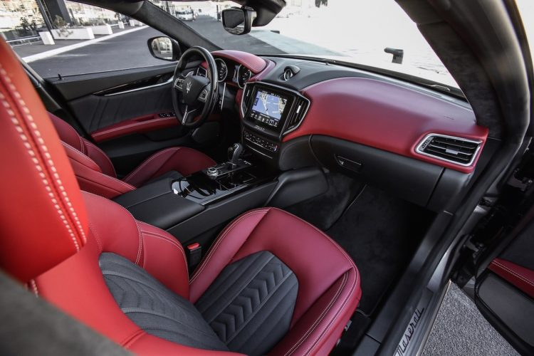 2017-maserati-ghibli-luxury-interior