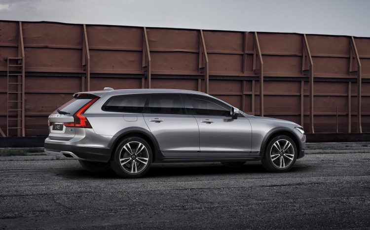 Polestar Volvo V90 Cross Country-rear