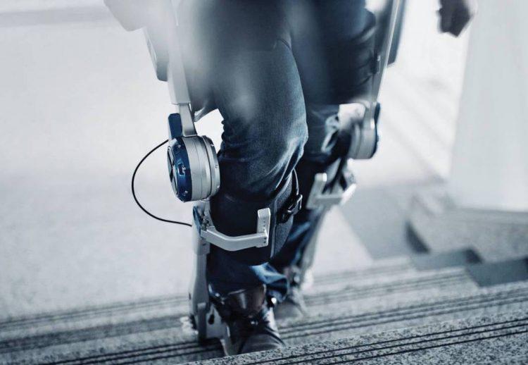 hyundai-2017-ces-wearable-robot-concept