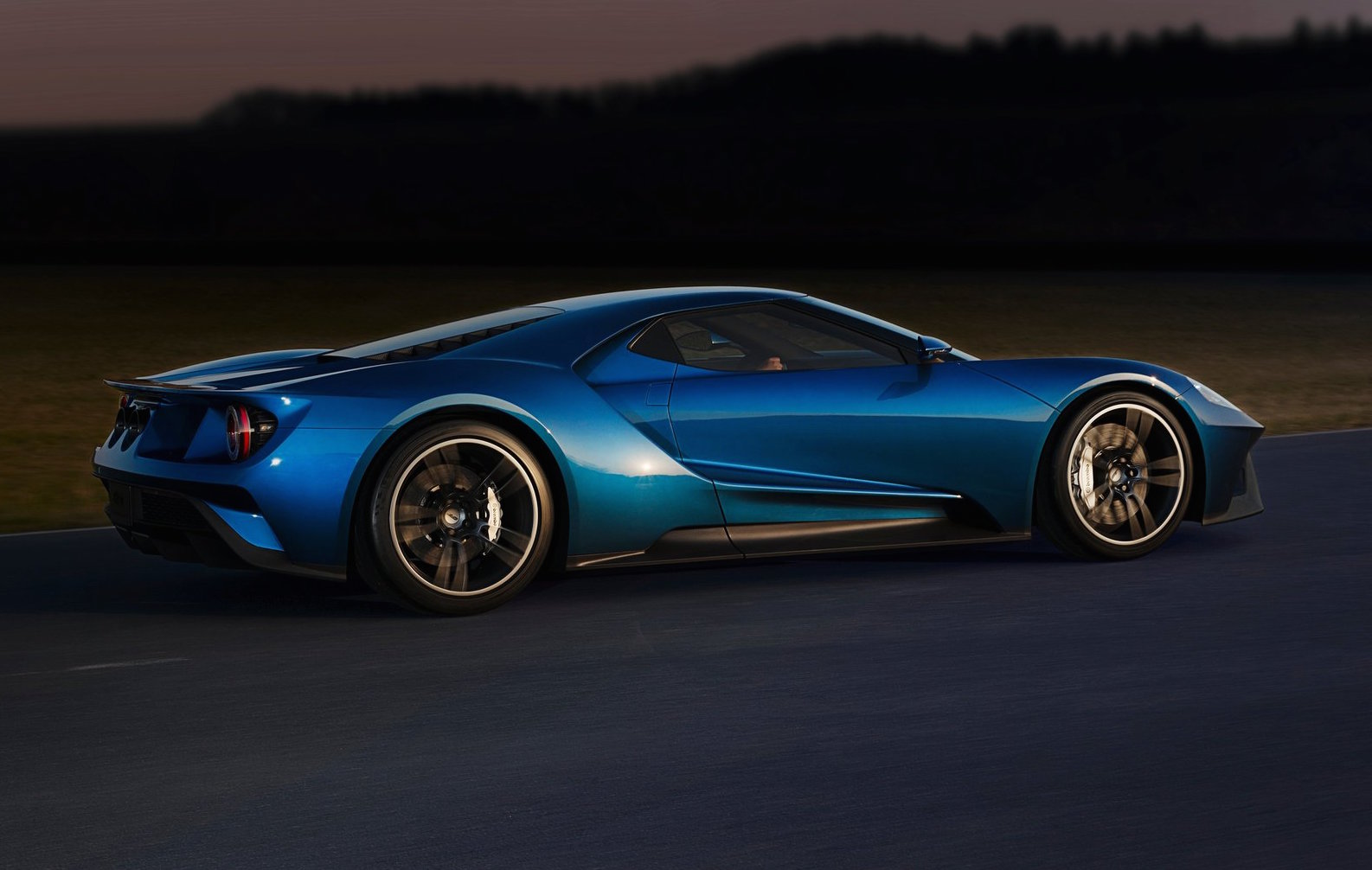Despite Its Modern Construction High Tech Twin Turbo Powertrain And More Than A Decade Separating It From Its Predecessor The New Ford Gt Sips Fuel At A