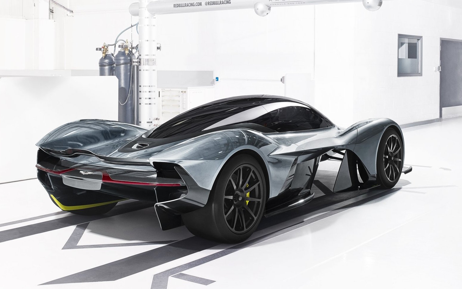 aston martin am rb 001 to feature cosworth v12 engine performancedrive. Black Bedroom Furniture Sets. Home Design Ideas
