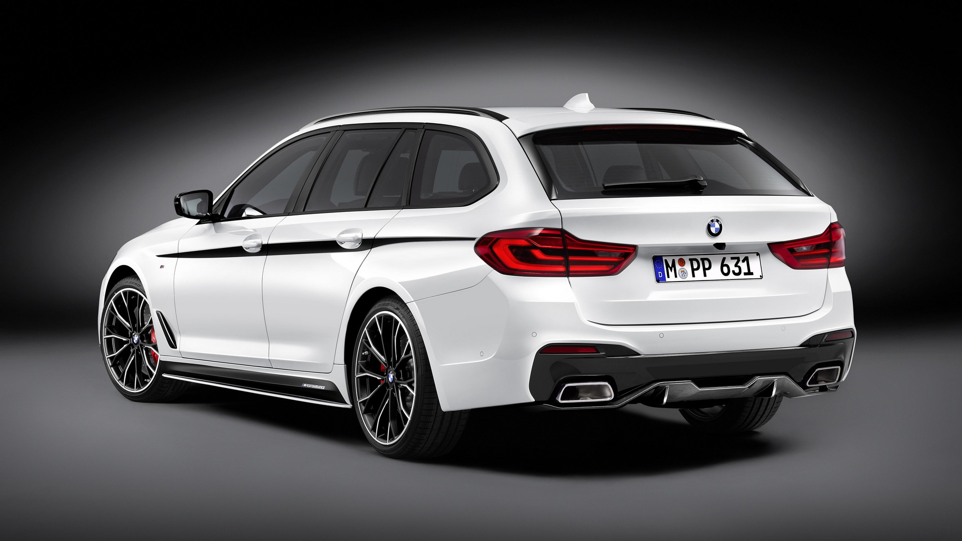 2017 bmw 5 series touring gets m performance treatment performancedrive. Black Bedroom Furniture Sets. Home Design Ideas