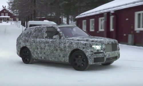Rolls-Royce Cullinan SUV mule spotted with massive body (body)