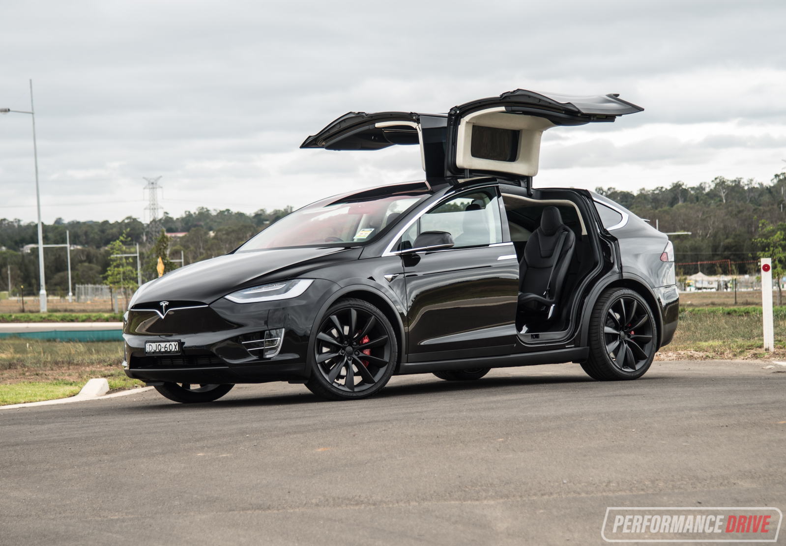 2017 Tesla Model X P90D review (video)