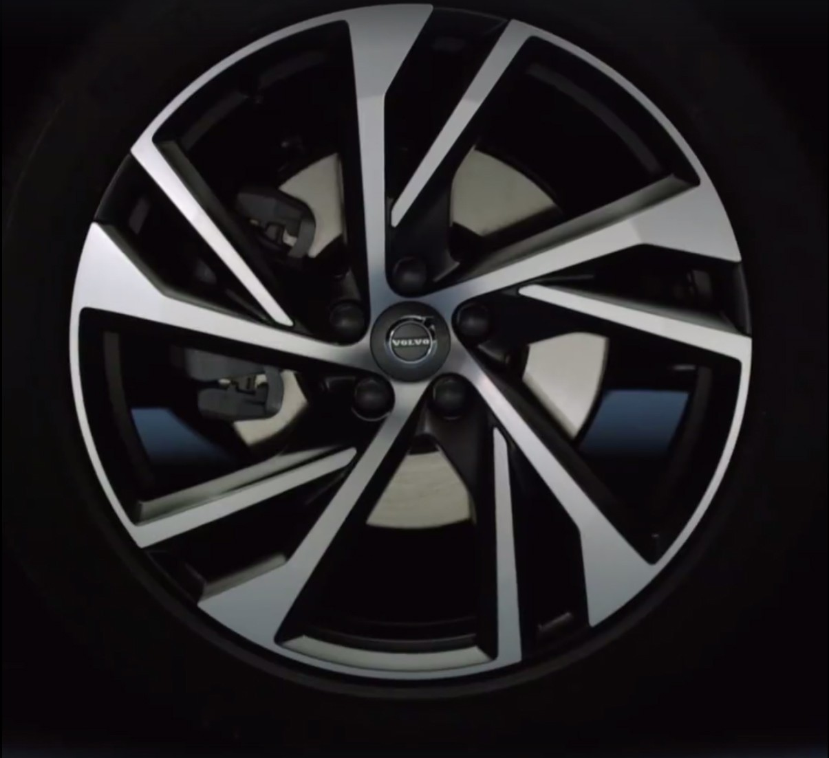 2018 Volvo Xc40 Leaked Online T5 Hybrid Confirmed