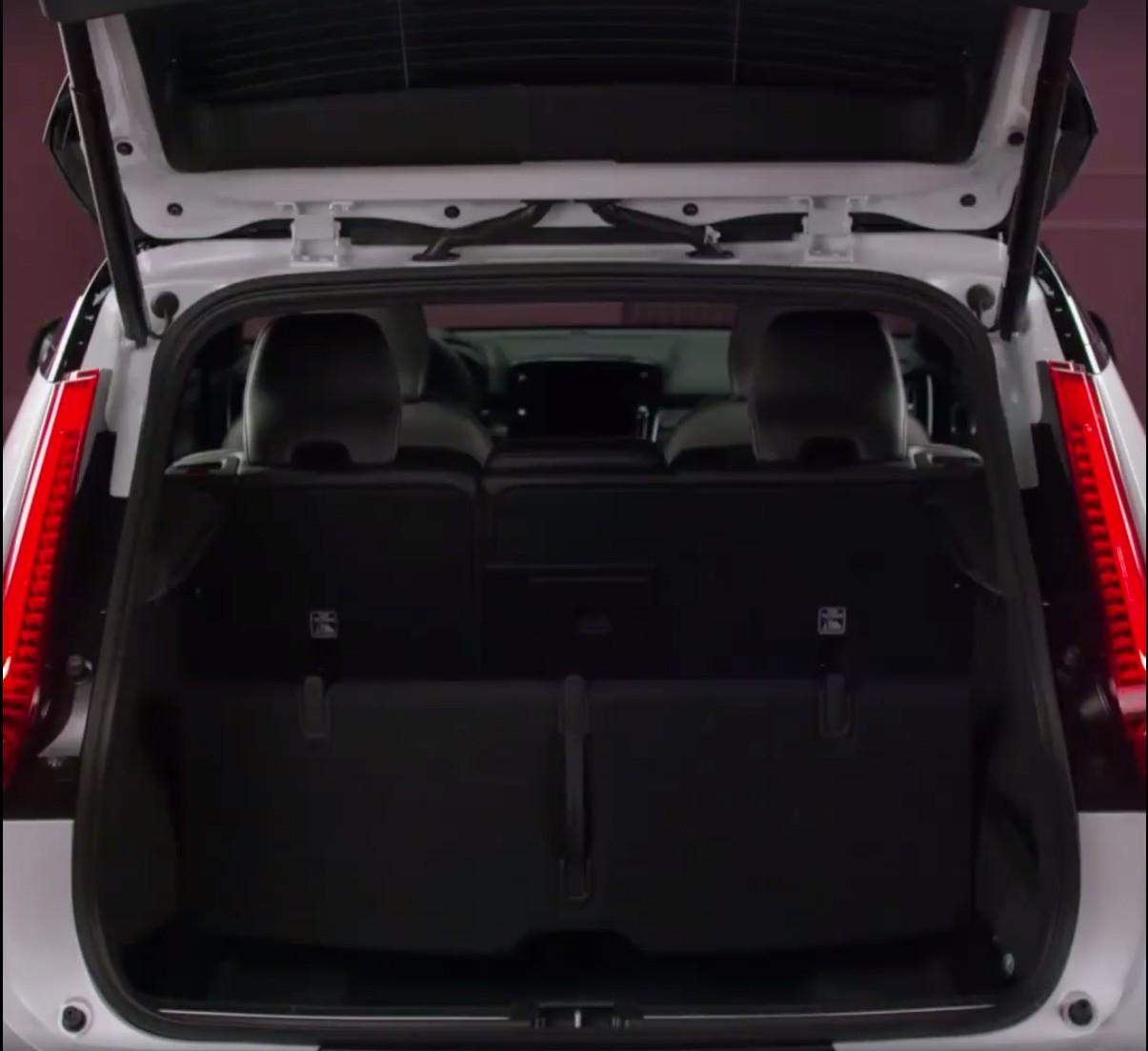 Jeep Wrangler Interior >> 2018 Volvo XC40 leaked online, T5 hybrid confirmed   PerformanceDrive