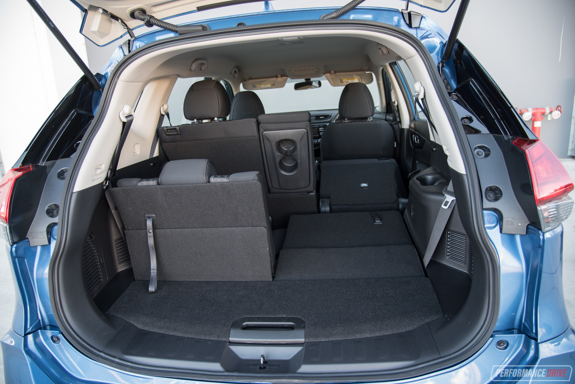 Mazda Cx 5 Cargo >> 2017 Nissan X-Trail ST review (video) | PerformanceDrive