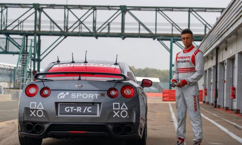 Nissan GT-R driven with PlayStation DualShock controller hits 211km/h (video)
