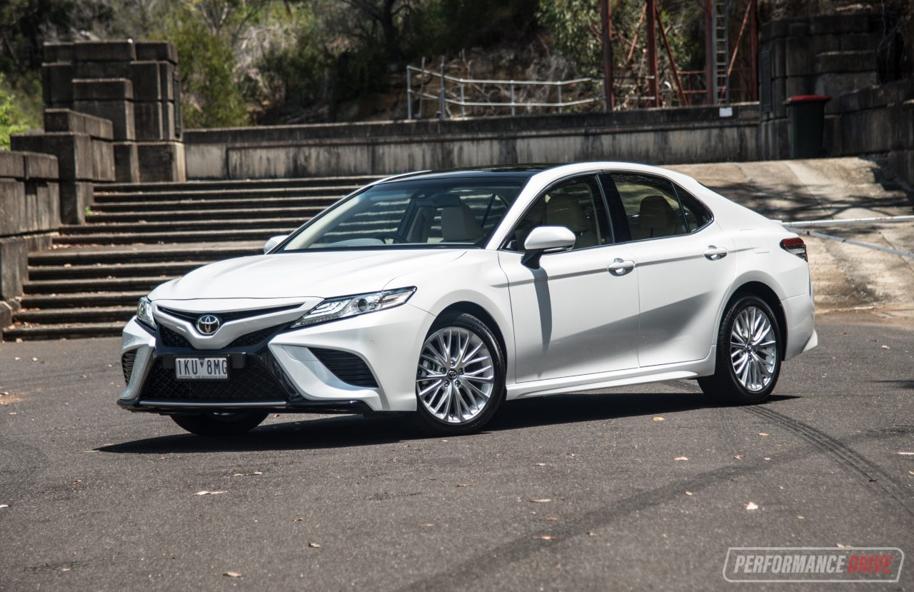 2018 Toyota Camry SL review – V6 & 2.5L (video ...