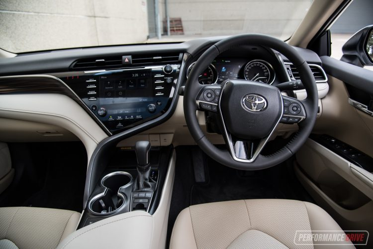 2018 Toyota Camry SL review – V6 & 2 5L (video