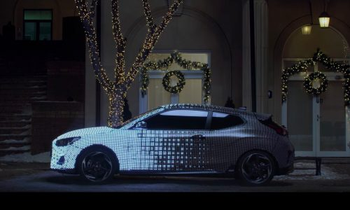 2019 Hyundai Veloster previewed again in LED light show (video)