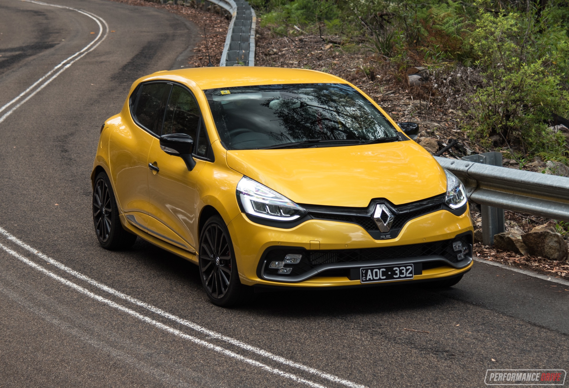 2018 Renault Clio R S  200 Cup review (video) | PerformanceDrive