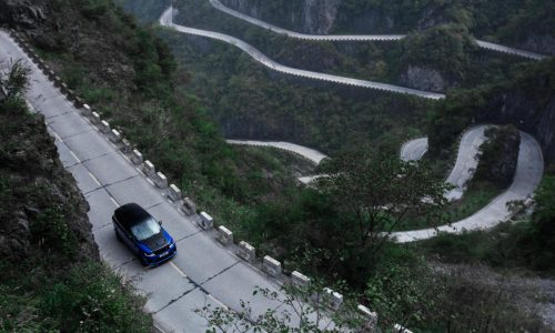 Range Rover Sport SVR climbs Tianmen Road in record time (video)