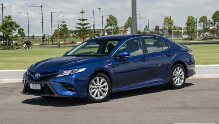 2018 Toyota Camry Hybrid review (video)