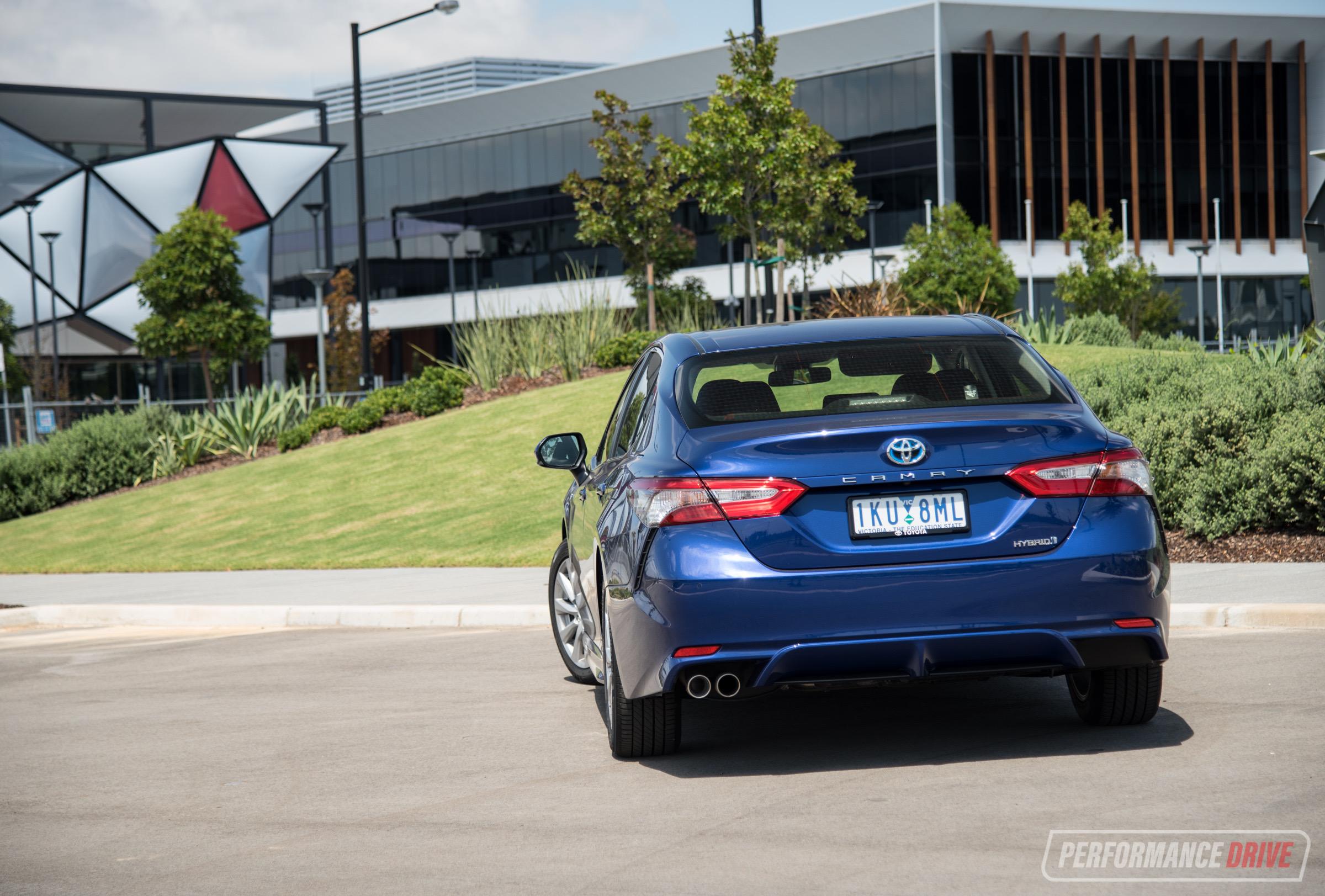 2018 Toyota Camry Hybrid review (video) | PerformanceDrive
