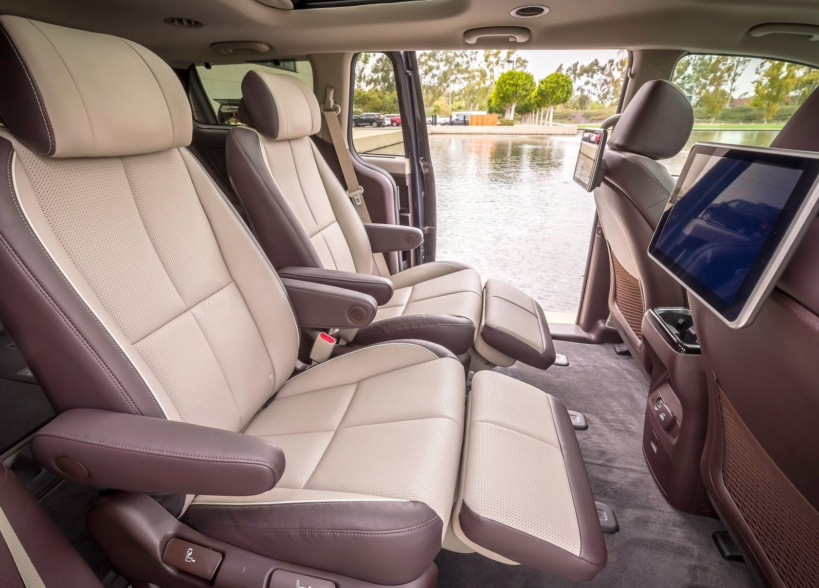 2019 Kia Carnival Facelift Revealed V6 Gets 8 Speed Auto