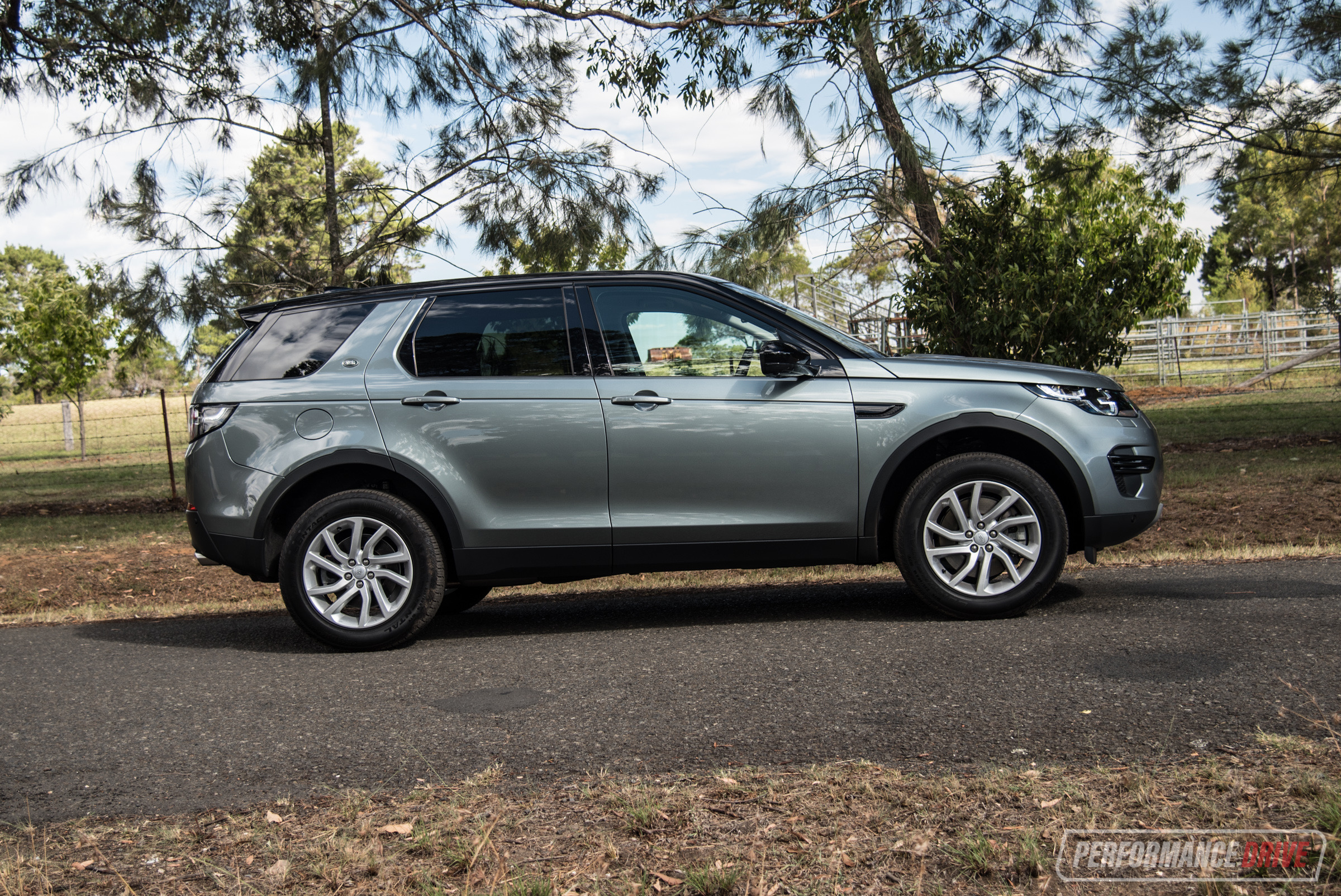 2018 land rover discovery sport sd4 se review video performancedrive. Black Bedroom Furniture Sets. Home Design Ideas