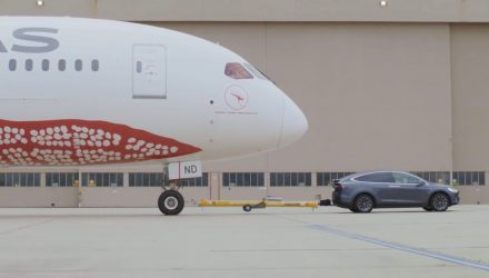 Video: Tesla Model X P100D can tow a Boeing 787-9 Dreamliner