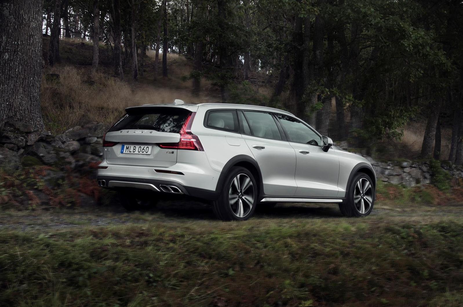 2019 Volvo V60 Cross Country revealed | PerformanceDrive