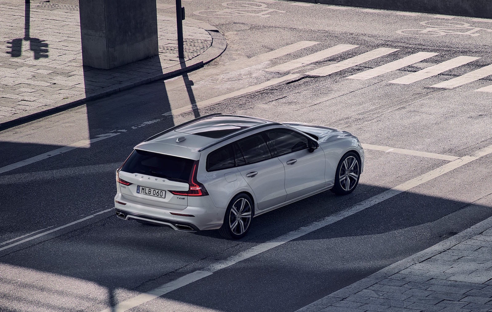 2019 Volvo V60 R-Design pack revealed, adds cool sporty character | PerformanceDrive