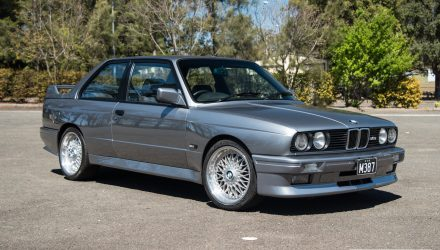 1987 BMW M3 E30 0-100km/h & engine sound (video)