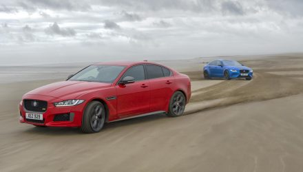 Jaguar XE drifts 1000m helix pattern in the sand (video)
