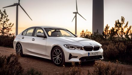 2019 BMW 330e revealed; quicker, longer range