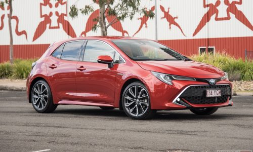 2019 Toyota Corolla ZR Hybrid review (video)