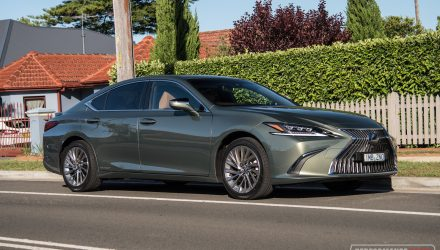 2019 Lexus ES 300h Sports Luxury review (video)