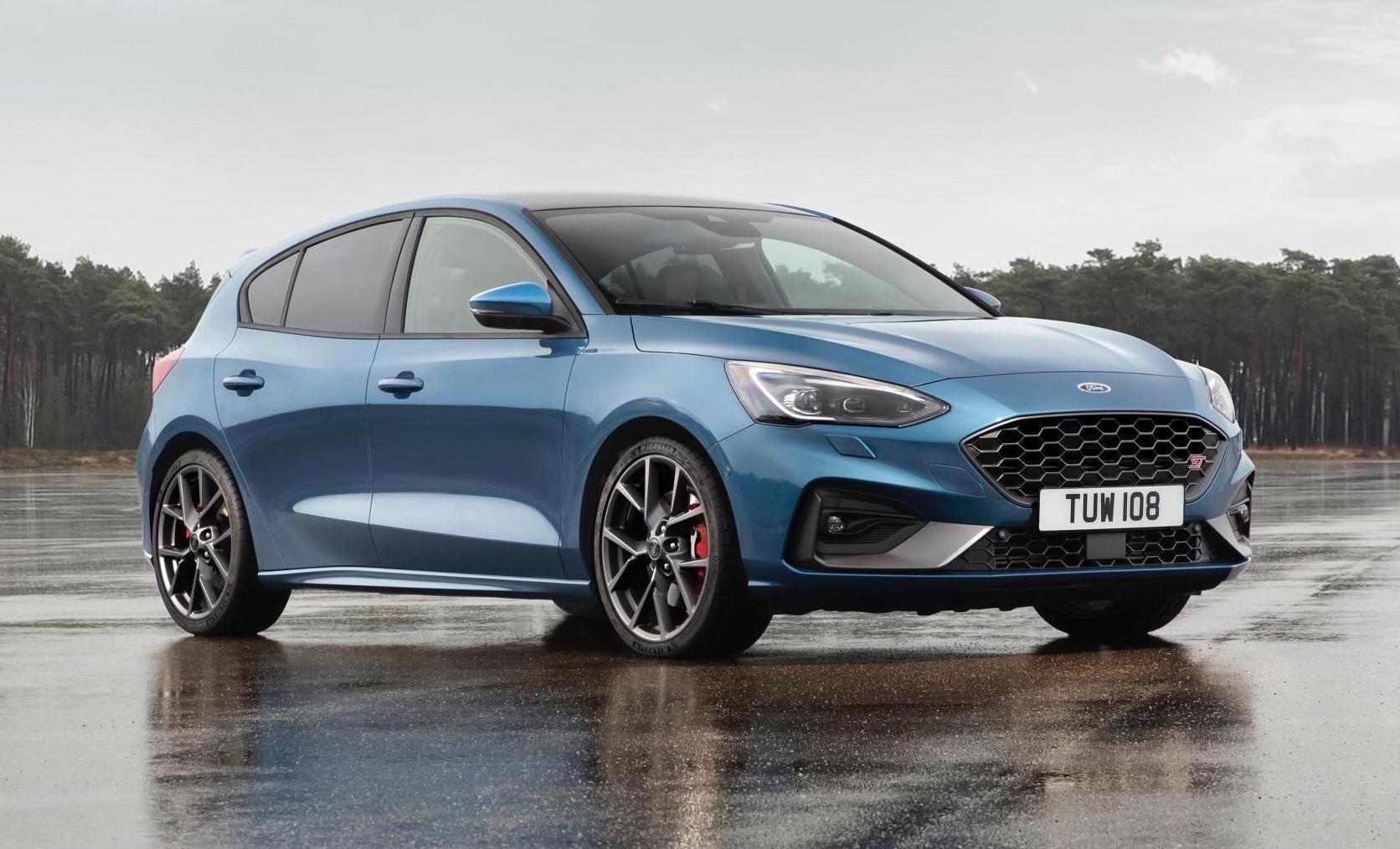 ford focus st revealed  powerful version  performancedrive