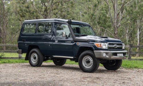 2019 Toyota LandCruiser 78 Series GXL Troop Carrier review (video)