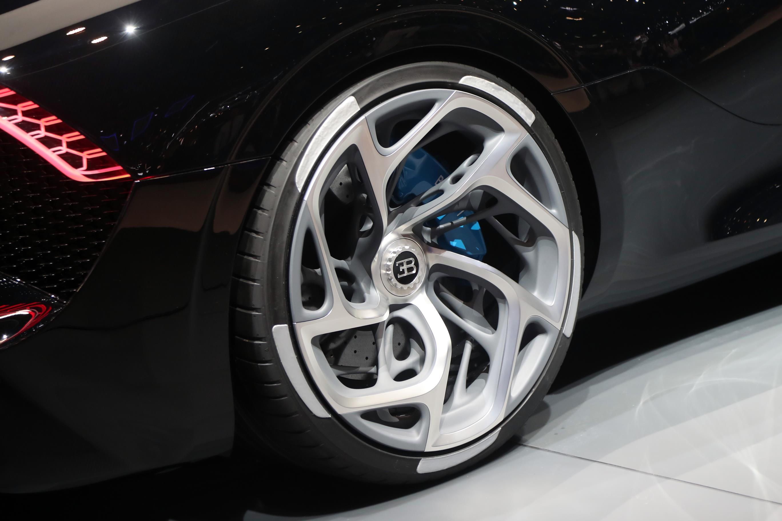 Most Expensive BMW >> Bugatti La Voiture Noire unveiled, most expensive car ever ...