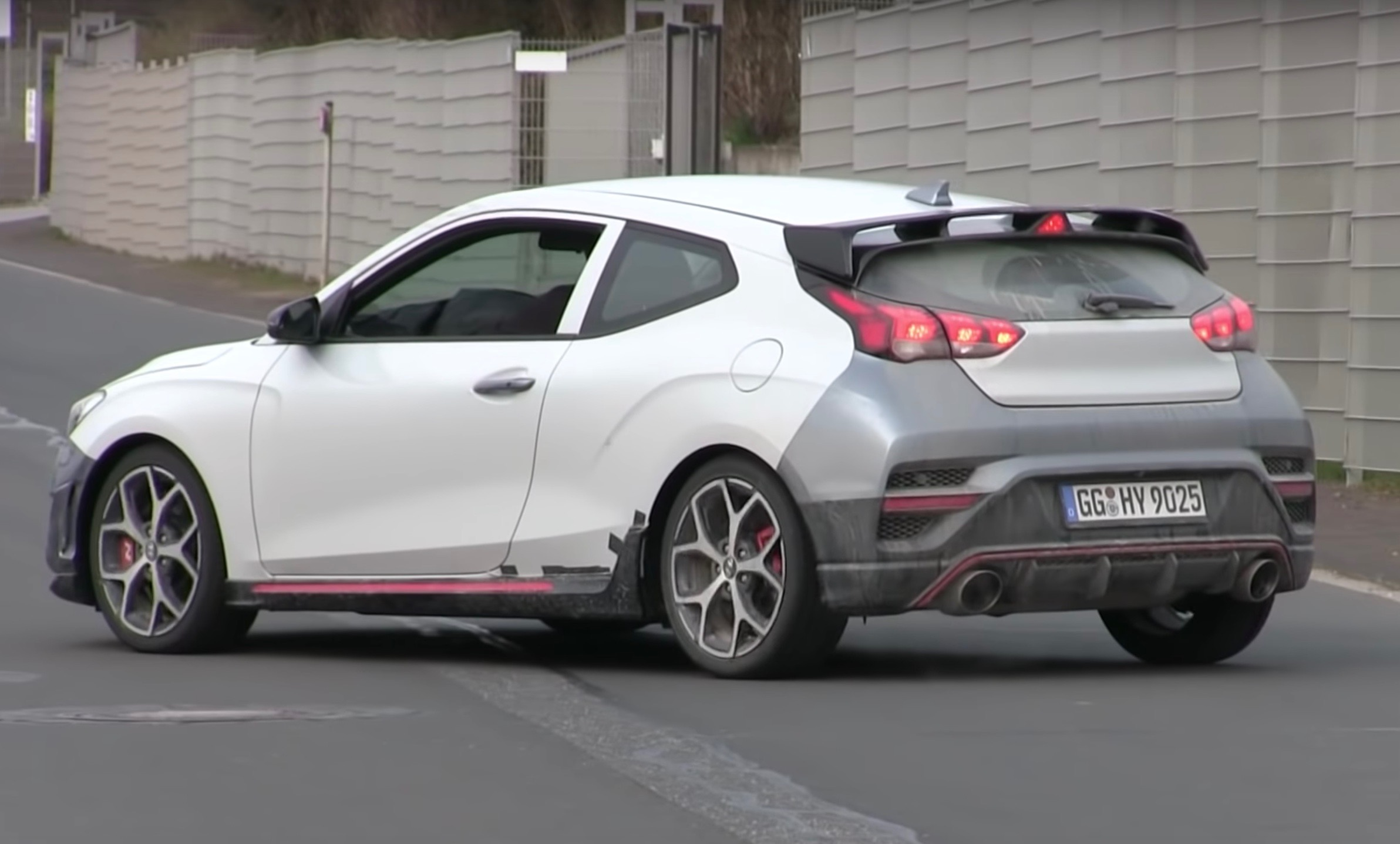 Hyundai Veloster N spotted with automatic transmission (video)