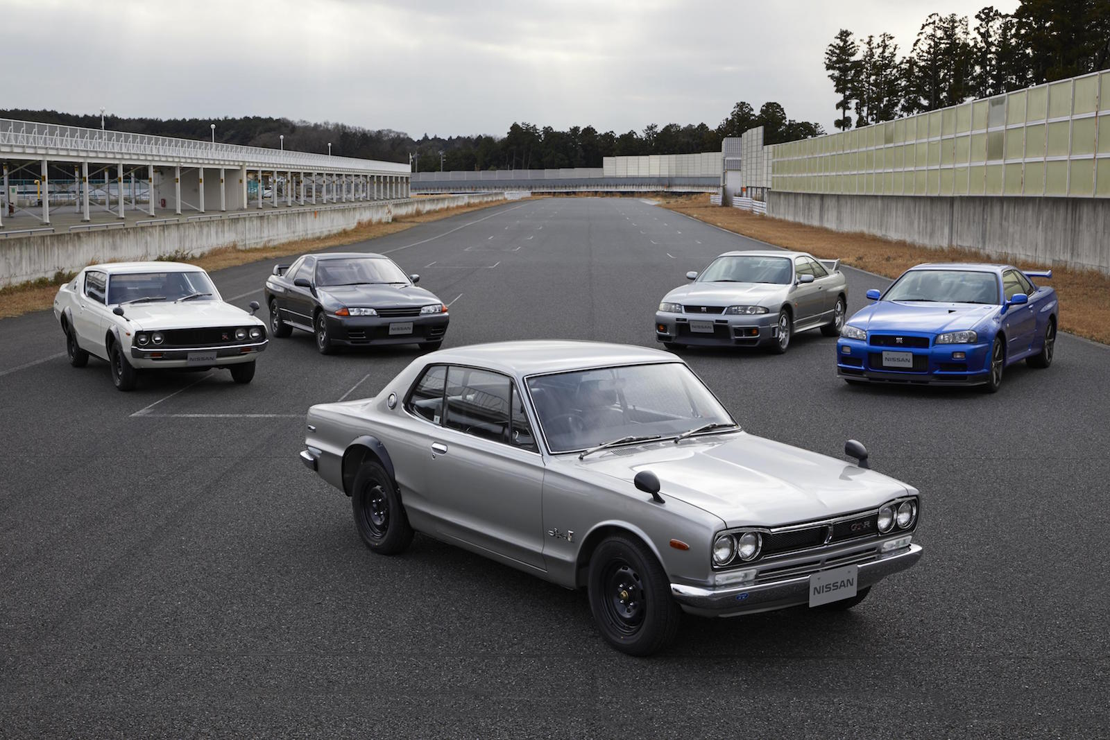 2020 Nissan GT-R debuts with 50th Anniversary Edition ...