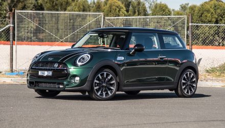2019 MINI Cooper S review (video)