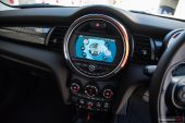 2019 MINI Cooper S-infotainment screen