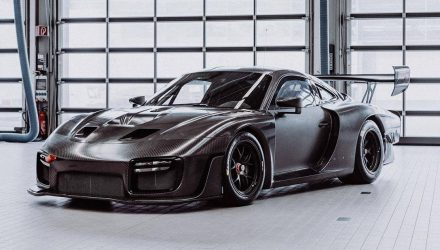 2019 Porsche 935 exposed carbon fibre option revealed